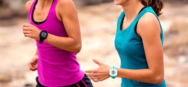 Courir avec montre de sport Garmin