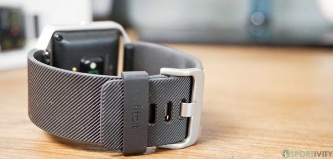 Zoom sur la fermeture du Fitbit Blaze